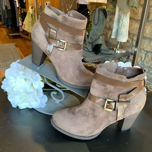 Coach and Four ankle bootie